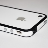 Бампер пластиковый Silicone Bumper with metal buttons BLACK WHITE для iPhone 4/4S